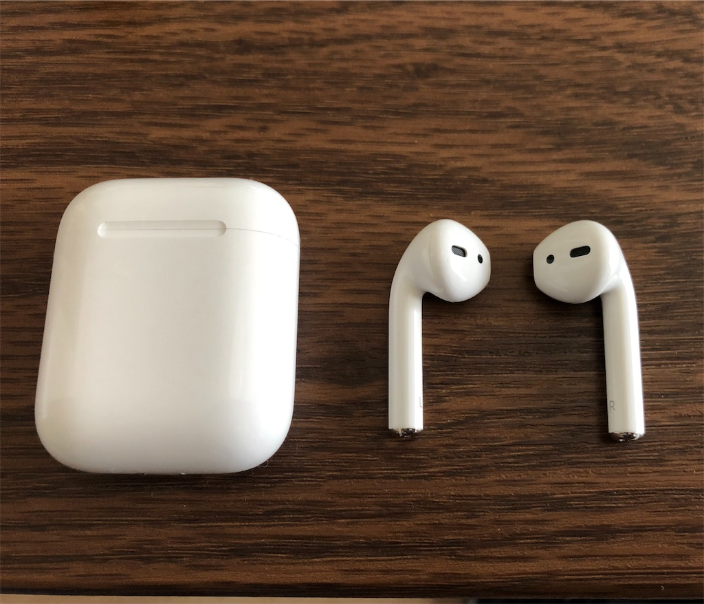 AirPods イヤホンと充電ケース