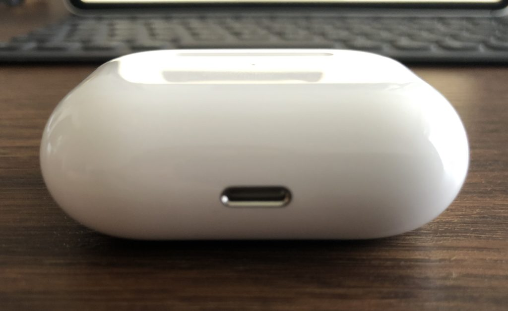 AirPods Pro、Wireless  Charging  Case(充電ケース)下