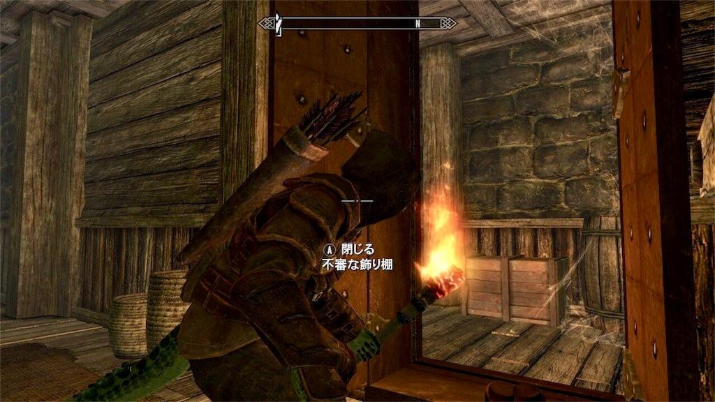 不審な飾り扉